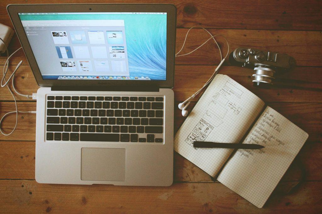 Ev Ofis İş İstasyonu Macbook