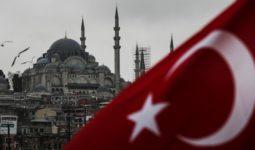 İstanbulda Cami , Türkiye Bayrağı